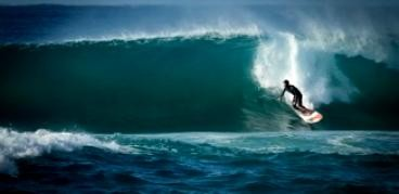 SUPboarder: Izzi Gomez free surfing in Tahiti