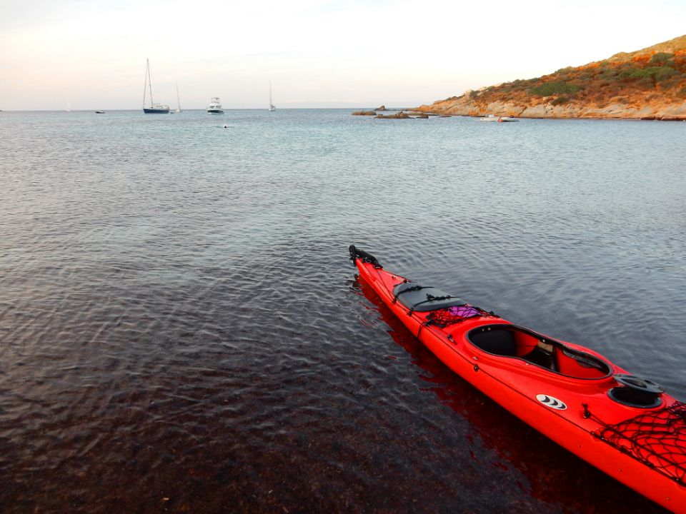 Corsica, Revellate http://www.horydoly.cz/vodaci/korsika-na-morskem-kajaku-podel-zapadniho-pobrezi.html