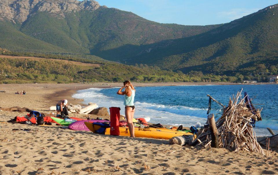 Corsica<br />http://www.horydoly.cz/vodaci/korsika-na-morskem-kajaku-podel-zapadniho-pobrezi.html