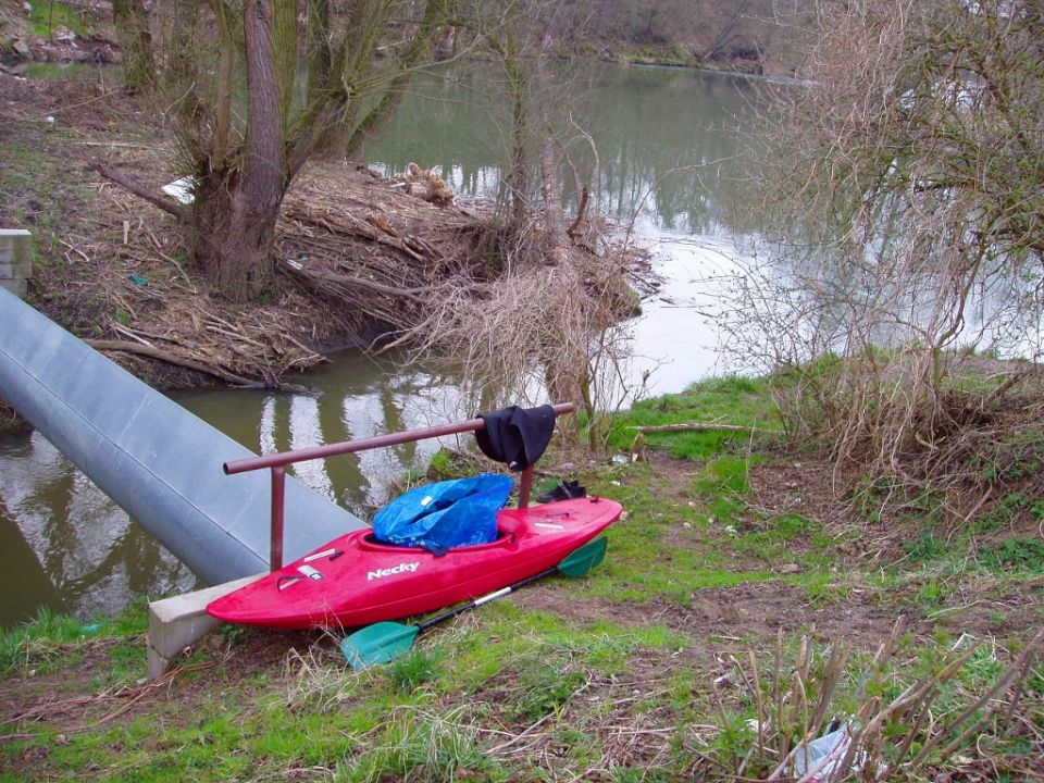 Confluence Kněžmostka stream x Isera / Jizera river<br />RIVER GUIDE https://www.horydoly.cz/vodaci/znasilnena-knezmostka.html