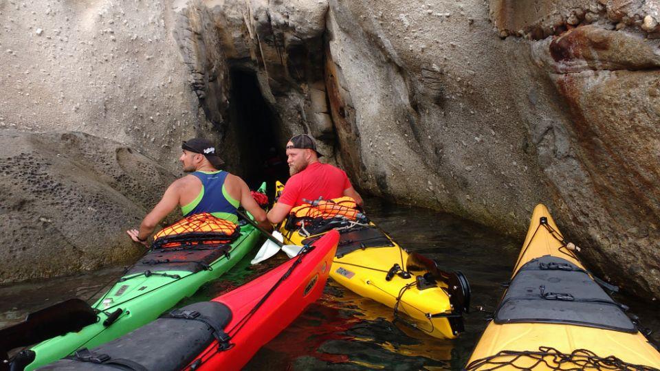 Elba, Grotta Azzurro https://www.horydoly.cz/vodaci/elba-plujeme-na-morskem-kajaku-okolo-ostrova.html