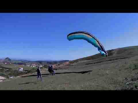 Aterrizaje parapente viento fuerte bandas c